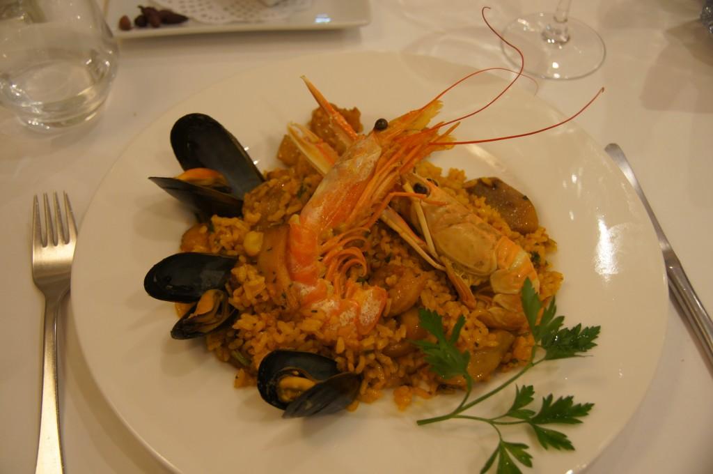 Паэлья -валенсийское блюдо