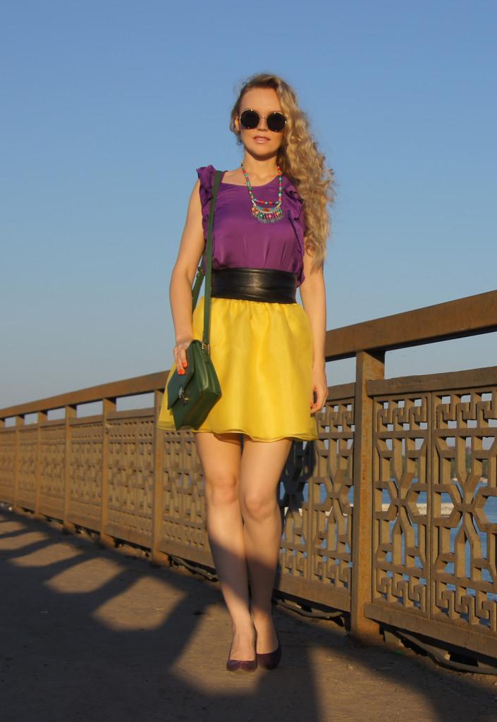 желтый с фиолетовым