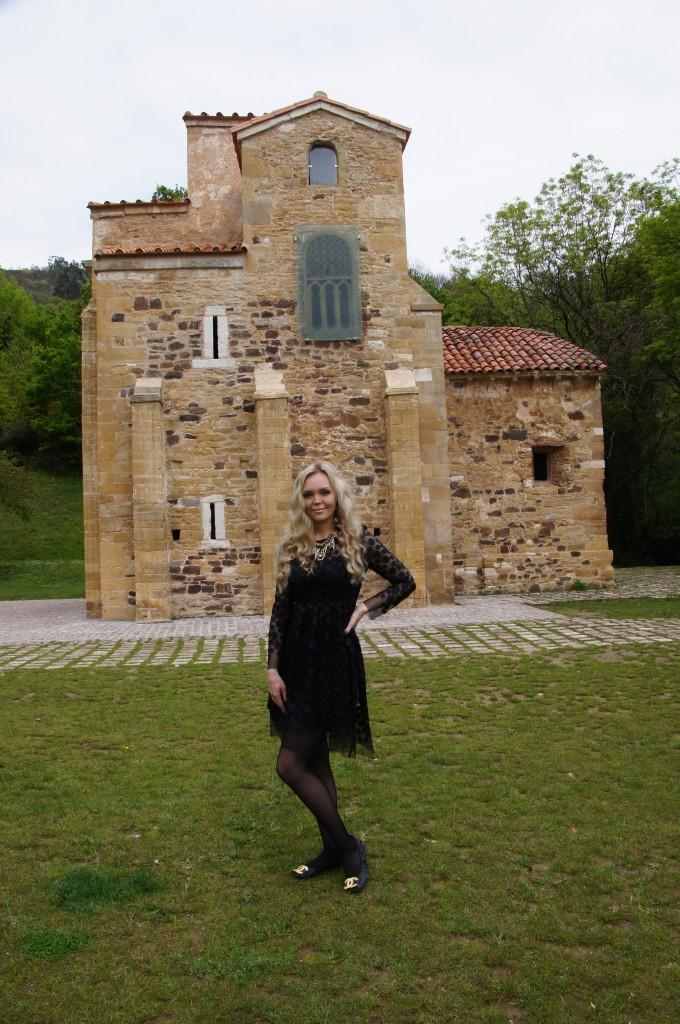 Старинная церковь в Овьедо, Испания