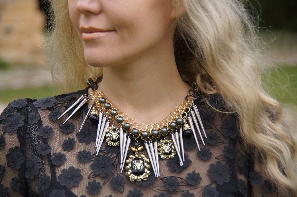 """Ожерелье с жуками и """"сосульками"""""""