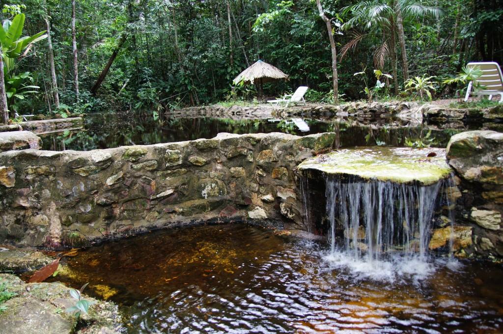 Бассейны с речной водой Риу-Негру