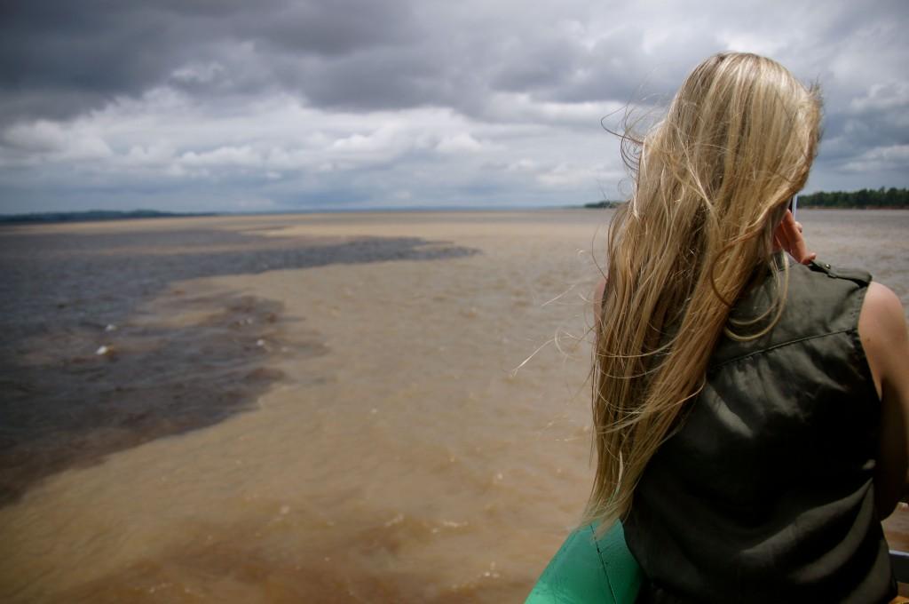 Слияние двух рек Риу-Негру и Солимоес