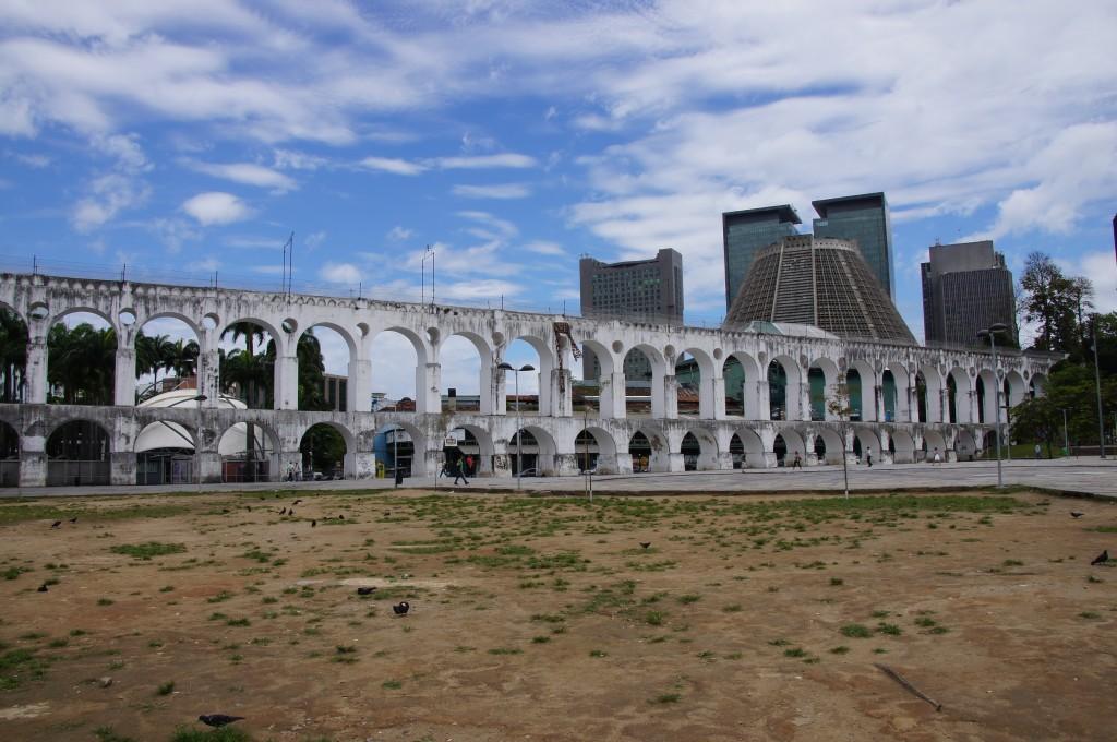 Старинный акведук Arcos de Lapa