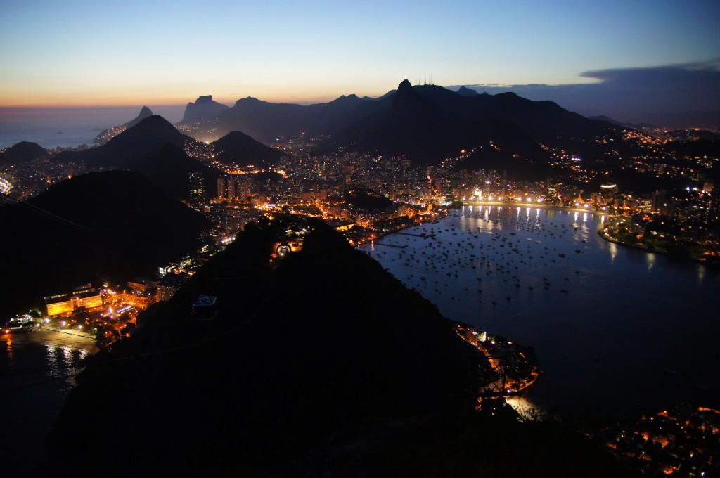 Ночные огни Рио, вид с Сахарной Головы