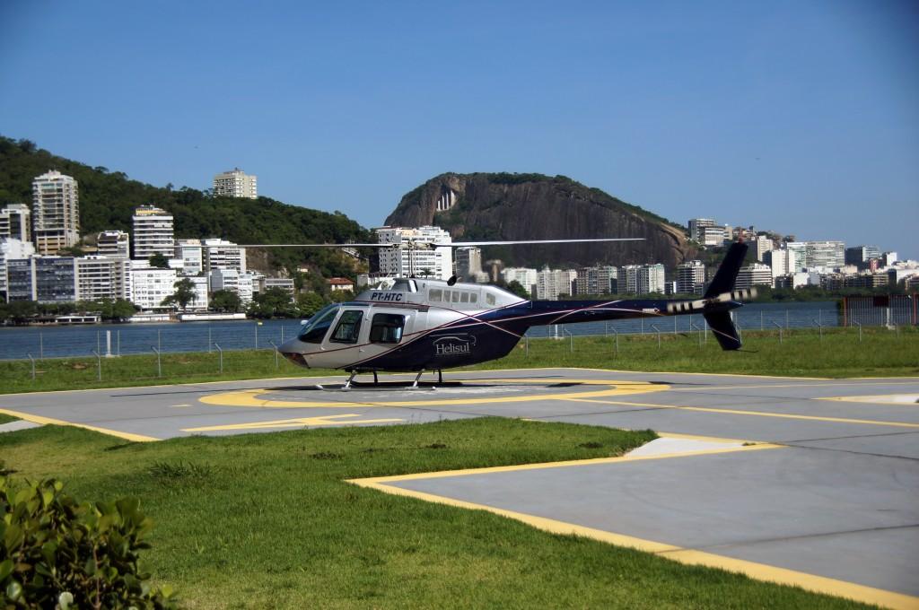 Вертолет готовится ко взлету