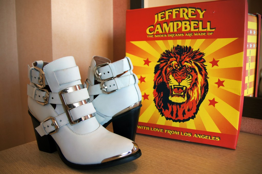 Jeffrey Campbell белые ботильоны