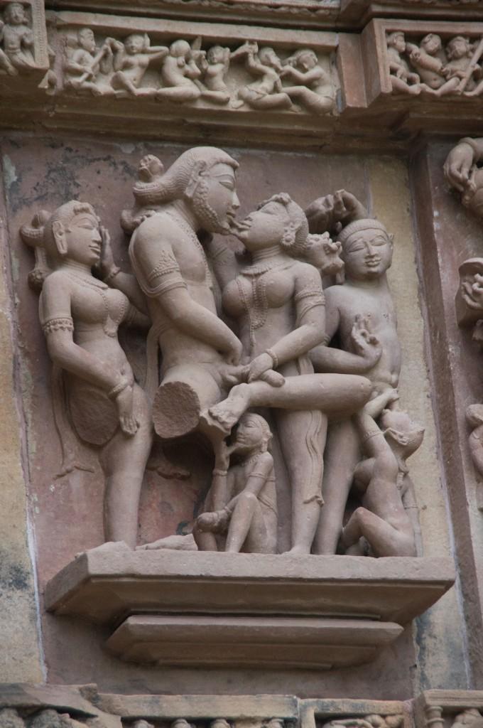 Скульптуры и барельефы Храмов Любви в Каджурахо