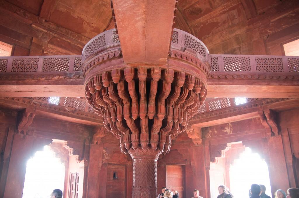 Центральная колонна в зале Диван-и-Кхас, Фатехпур Сикри