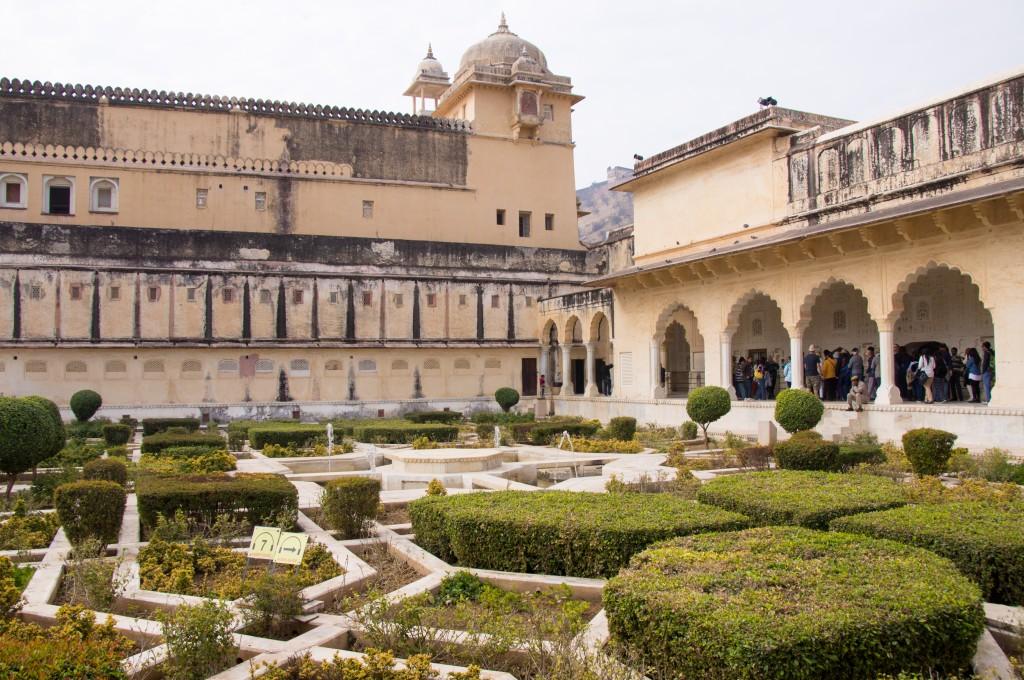Арам Багх – сад земных радостей