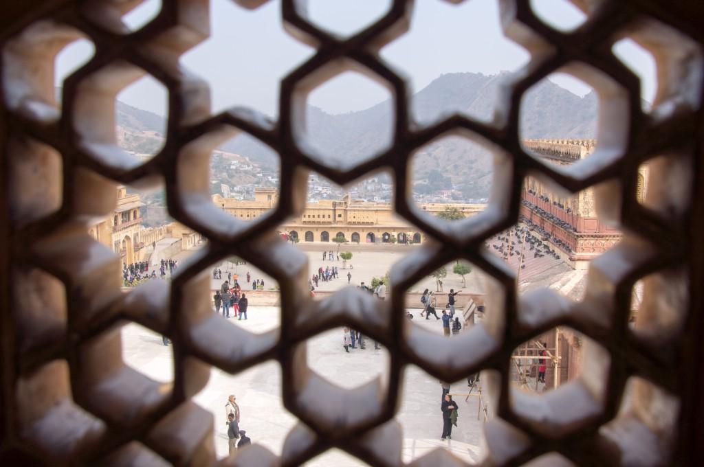 Вид из окошек Слоновых ворот Ганеш Пол