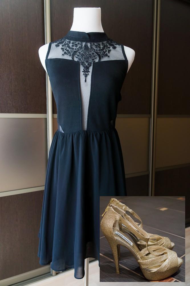 Золотые босоножки Steve Madden и маленькое чёрное платье