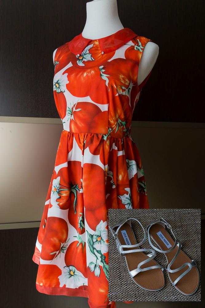 Сандалии Steve Madden и платье с томатным принтом