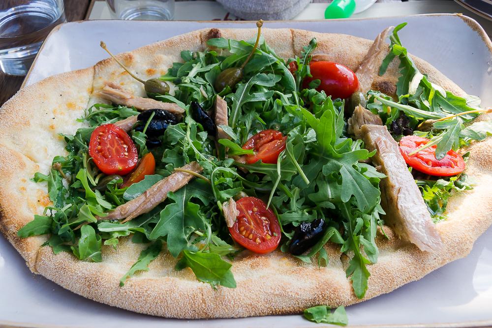 Итальянская пицца с тунцом