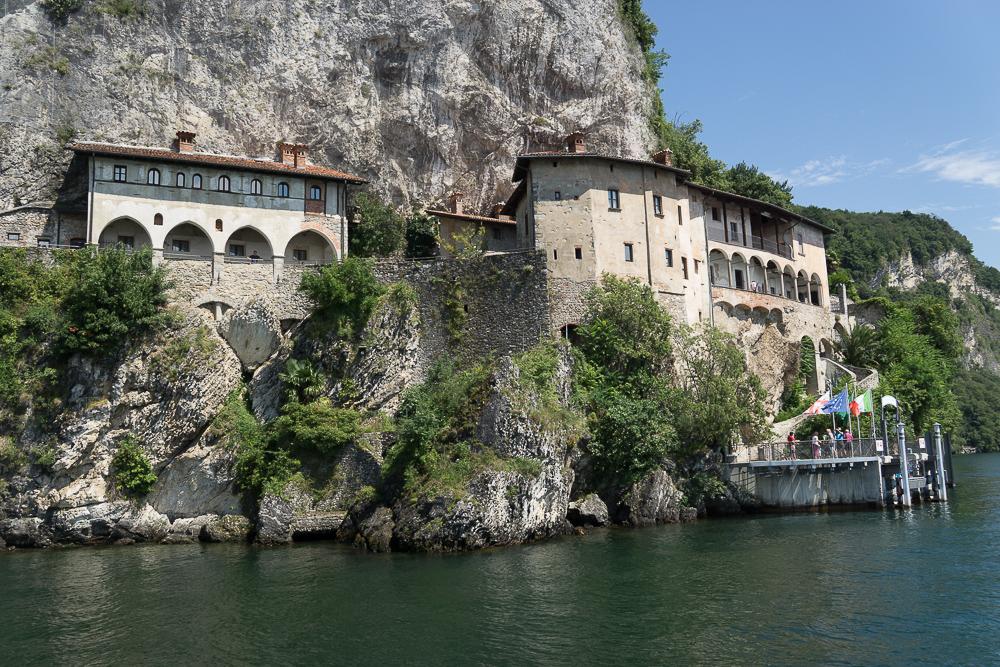 Монастырь Santa Caterina del Sasso