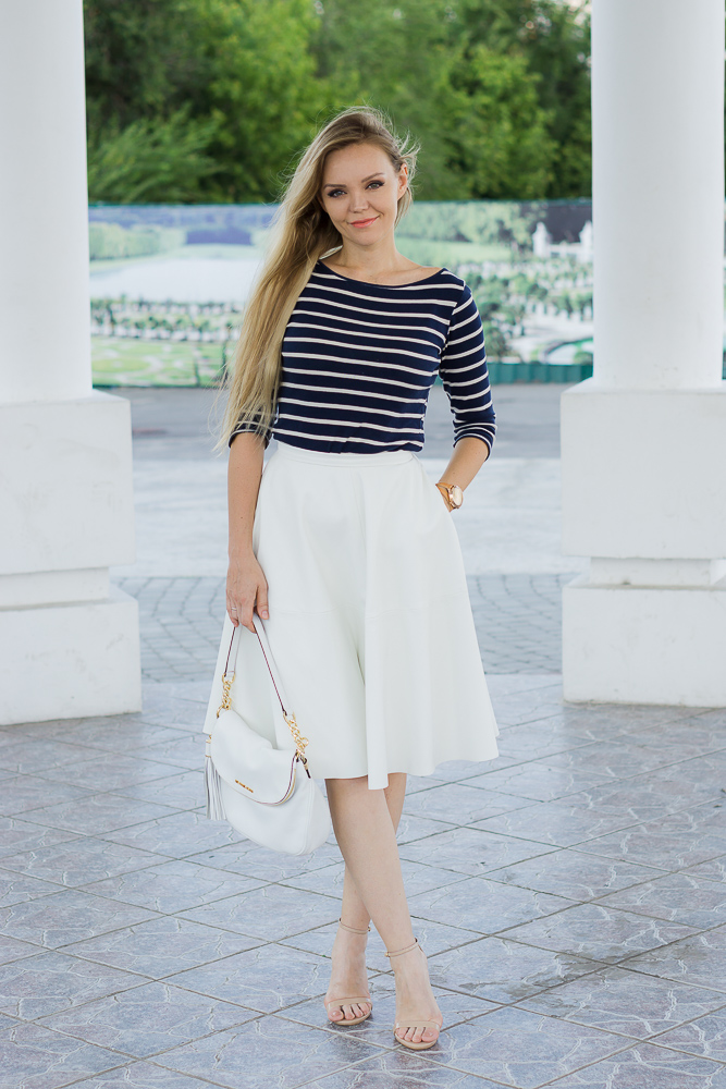 Тельняшка с белой юбкой