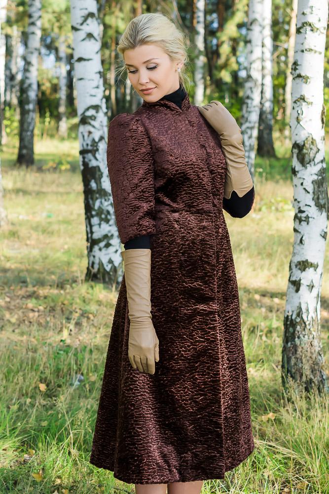 Меховое пальто в винтажном стиле из искусственного меха под каракуль