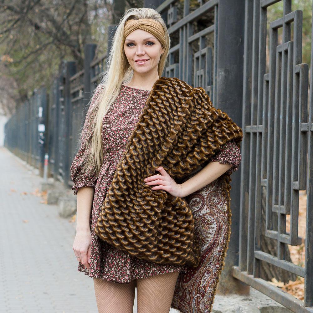 Меховая шаль в русском стиле