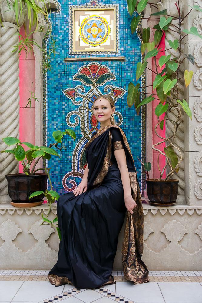 Индийское сари черное с золотом