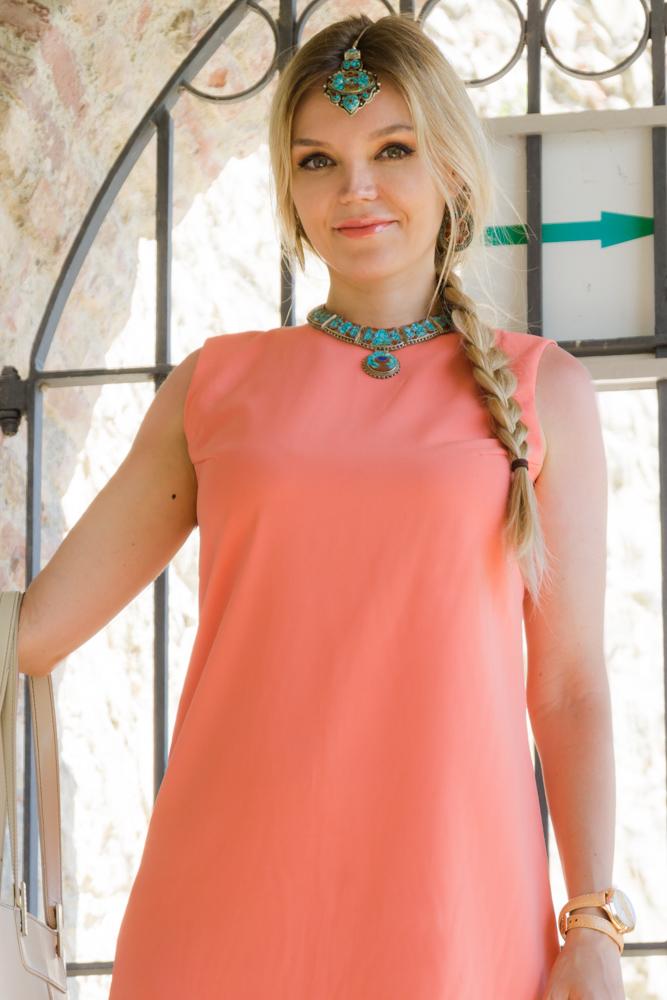 Коралловый цвет в одежде