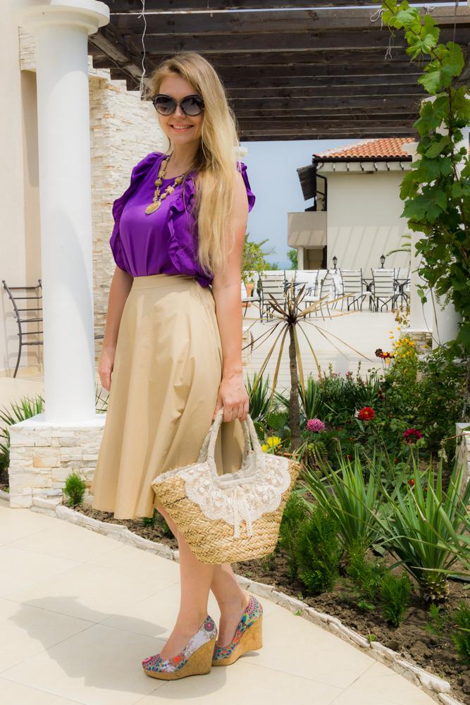 Сочетание бежевого с фиолетовым в одежде