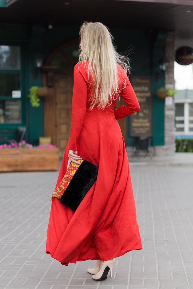 Клатч Меховица с хохломой и искусственным мехом под норку, красное платье