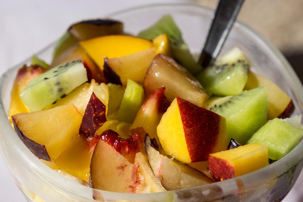 Натуральный йогурт с фруктами